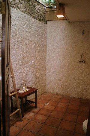 Graha Moding Villas: Bathroom