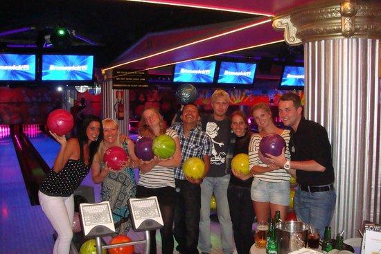 Cesar's Bowling & Bar : CESARS