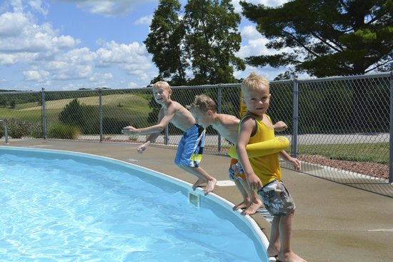 Hocking Hills KOA: Jumping in the Pool