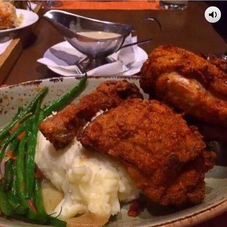 Southern Art & Bourbon Bar: Fried Chicken Entree