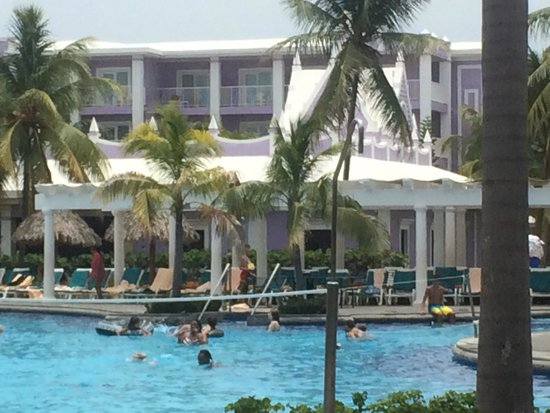 Hotel Riu Montego Bay: Pool with a purple building behind