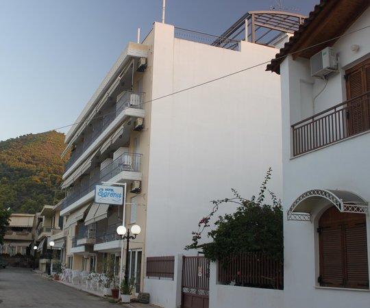 Hotel Saronis: Saronic splendour