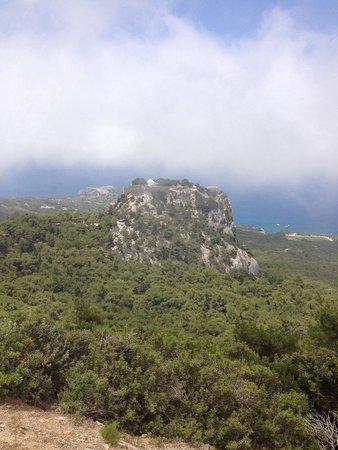 Monolithos Castle: Монолитос в облаках