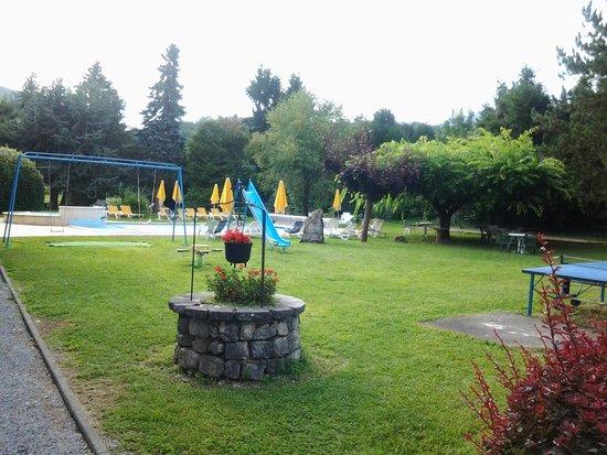 Hotel Arcalod: parc et piscine