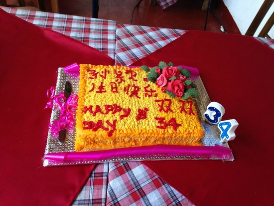 Lucky Fort Restaurant: The birthday cake prepared by the restaurant! Amazing Chinese writing skills!