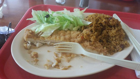 Las Canarias: Bland chicken and dry yellow rice.