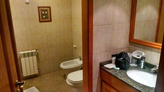 Hotel Villa Huinid Bustillo: banheiro