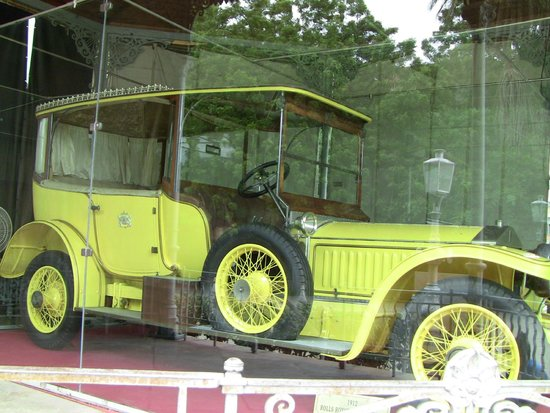 Chowmahalla Palace: rolls royce - 353 miles only