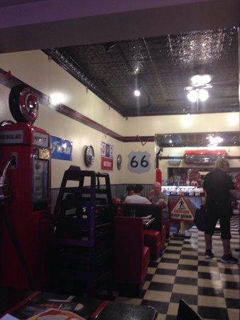 Cruisers Cafe 66: Interno