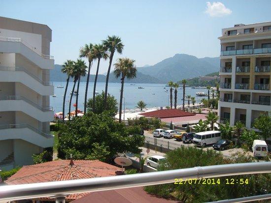 Hotel My Dream : Widok z pokoju na plażę