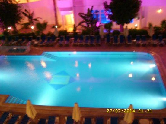 Hotel My Dream : Basen hotelowy nocą