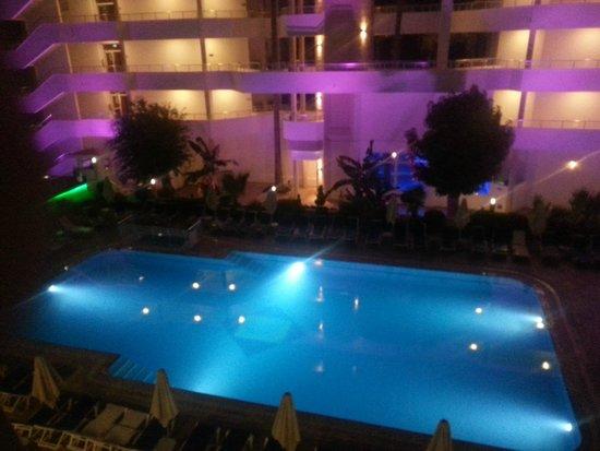 Hotel My Dream: Basen hotelowy nocą