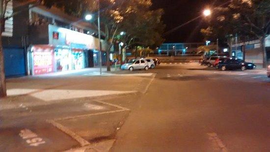 Aguas do Iguacu Hotel Centro: Vista a esquerda da Rua Lateral