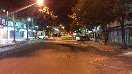 Aguas do Iguacu Hotel Centro: Vista a direita da Rua Lateral