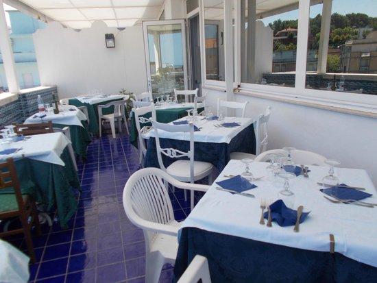 Maremonti: il balcone/terrazza dove si pranzava/cenava