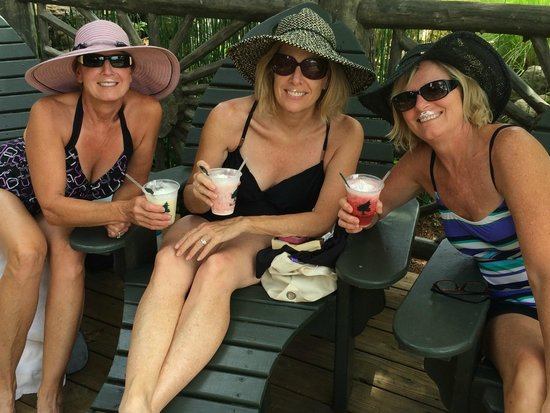 The Wilderness Club at Big Cedar: Buzzard Bar Pool whipped cream drinks !