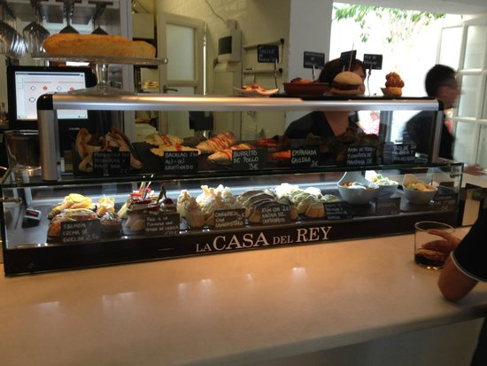La Casa Del Rey: Some of their dishes are displayed at the bar