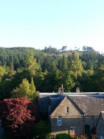 Glengarry Castle Hotel : Vue depuis la chambre sur l'arrière de l'hôtel