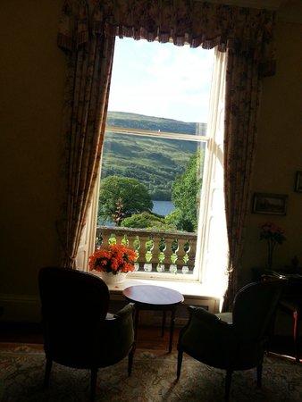 Glengarry Castle Hotel: Vue depuis un des salons