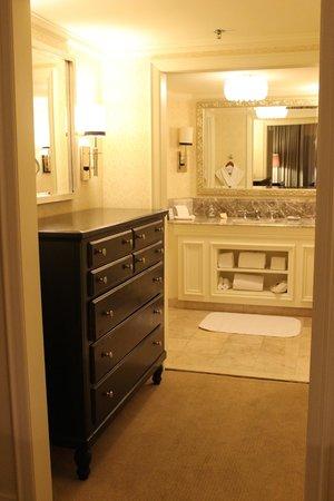 The Ritz-Carlton, San Juan: Master Bath (One Bedroom Suite w/ balcony)