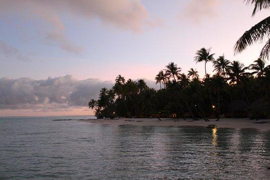 Bora Bora Pearl Beach Resort & Spa : il tramonto e la spiaggia