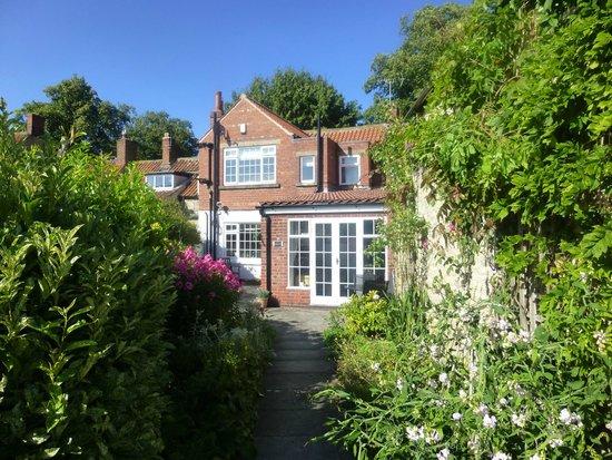 Eden House B&B: View from garden at rear