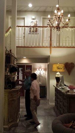 Mirabelle Inn: Reception Area