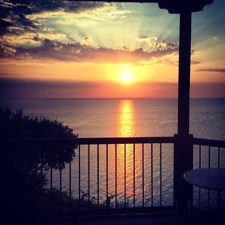 Magic Balcony Suite Apartments : Magic sunrise, upper appartment.