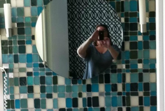 Hotel Aiglon - Esprit de France: Bath mosaic