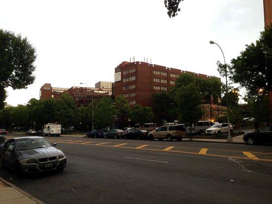 LaGuardia Plaza Hotel - New York : Distance