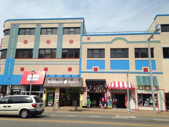 19 Atlantic Hotel: Convenient shops