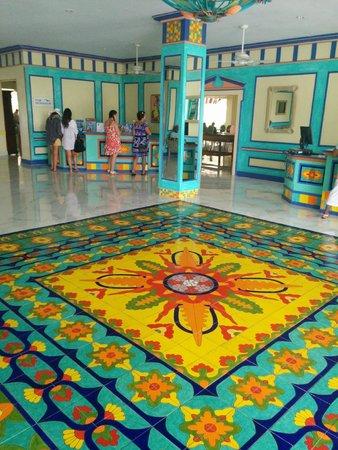 Breezes Resort & Spa Bahamas : Hotel Lobby