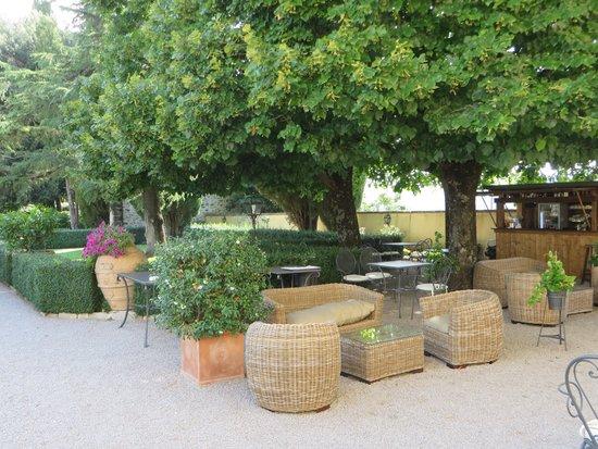 Villa di Monte Solare: outside eating area and bar