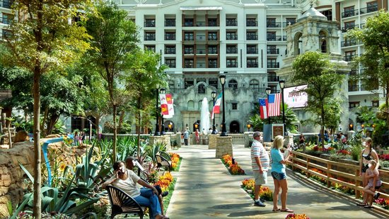 Gaylord Texan Resort & Convention Center: Interior Shot