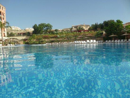 Hotel Bonalba: SWIMMING POOL IN THE MORNING