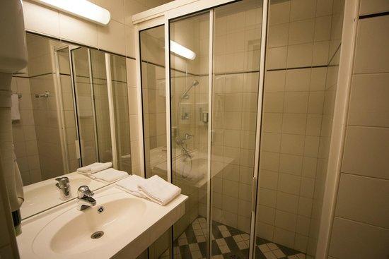 Baltic Hotel Vana Wiru: Душевая