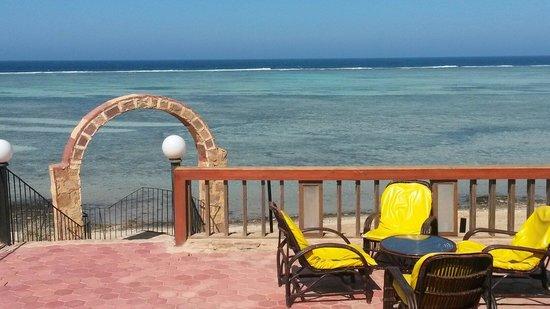 Eden Village Habiba Beach : Vista dal dehore sel ristorante