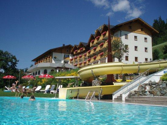 Hotel Glocknerhof: blick v.Pool auf Hotel