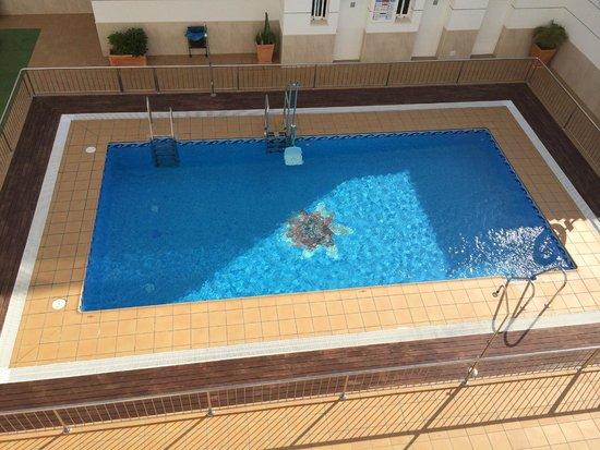 Hotel Apartamentos Loto Conil: Piscina