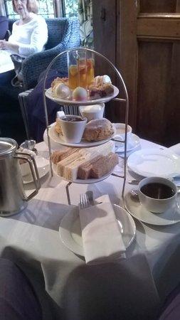 Langshott Manor Hotel Gatwick : Delicious Afternoon Tea