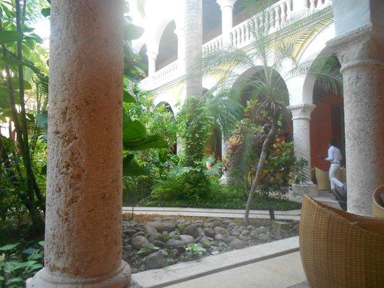 Sofitel Legend Santa Clara : Jardim interno, área do restaurante