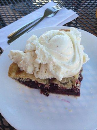 Southwest Diner : Triple Berry Pie a la mode