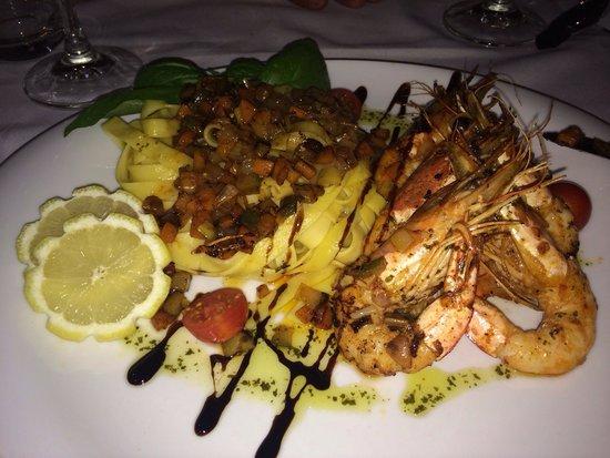 Leiria, Portugal: Tagliatelles aux crevettes : un délice.