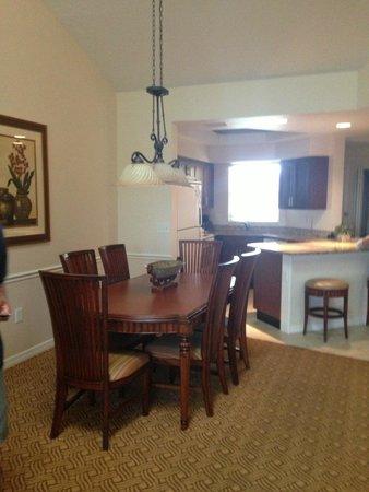 Sheraton Vistana Resort Villas- Lake Buena Vista : dining area/kitchen