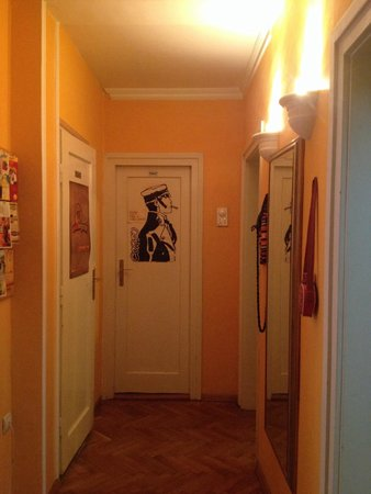In Old Shoes Hostel: In old shoes Belgrade