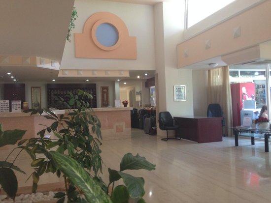Sirene Beach Hotel : Entrée de l'hôtel