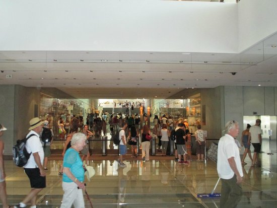 Acropolis Museum: inside the museum