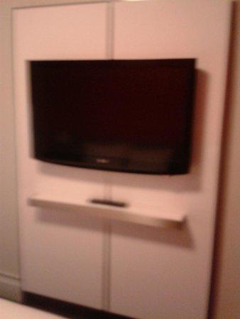 Row NYC Hotel: televisore