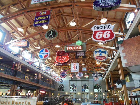 Heritage Park Historical Village: INSIDE ONE FLOOR OF THE AUTO MUSEUM