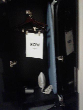Row NYC Hotel: armadio